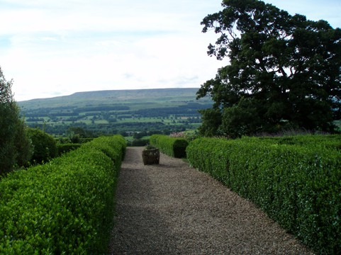 yorkshires-great-castles-gardens
